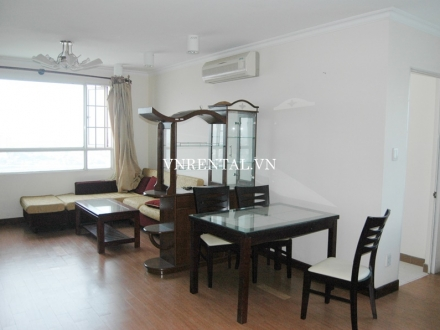 Very nice 2-bedroom apartment for rent in Phuc Thinh Building, District 5, Ho Chi Minh city
